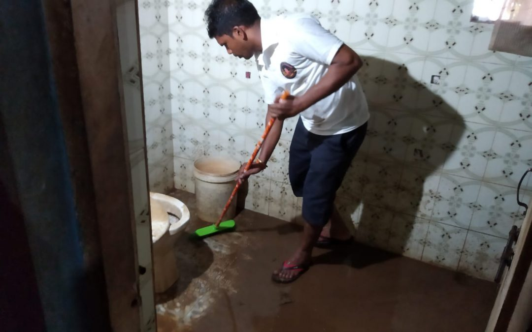 Cleaning in Flood affected area @Karwar, Uttara Kannada