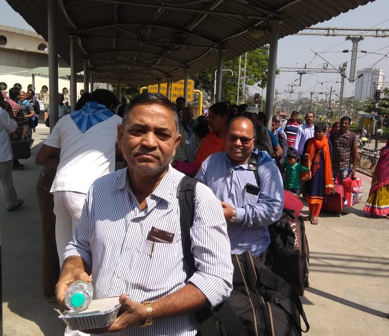 Serving Odisha sevadals en route to Puttaparthi